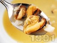 Рибена супа от миди и бяла риба с пасирани картофи, целина, ряпа и пащърнак